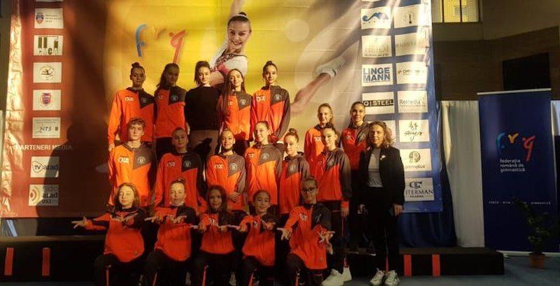 """Șapte medalii """"universitare"""" la """"naționalele"""" de aerobic de la Arad: Mujdei, Cojița, Branda și Popa – au urcat pe prima treaptă a podiumului!"""
