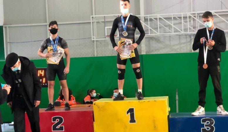 Halterofilul arădean Cristian Molnar este triplu vicecampion naţional de juniori I!
