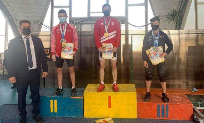 Halterofilul Cristian Molnar este triplu medaliat cu bronz la seniori